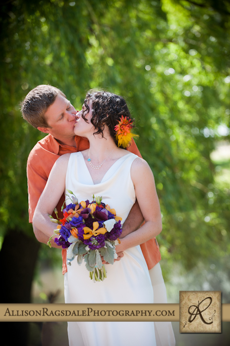 bride and groom kissing picture in durango