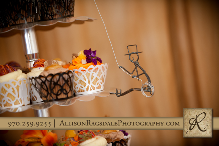 groom rock climbing decoration on cupcakes pic