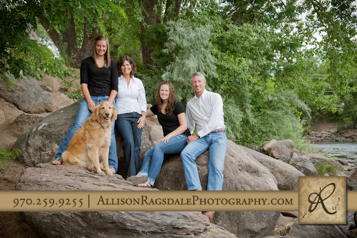 durango family pictures sitting on rocks by animas river