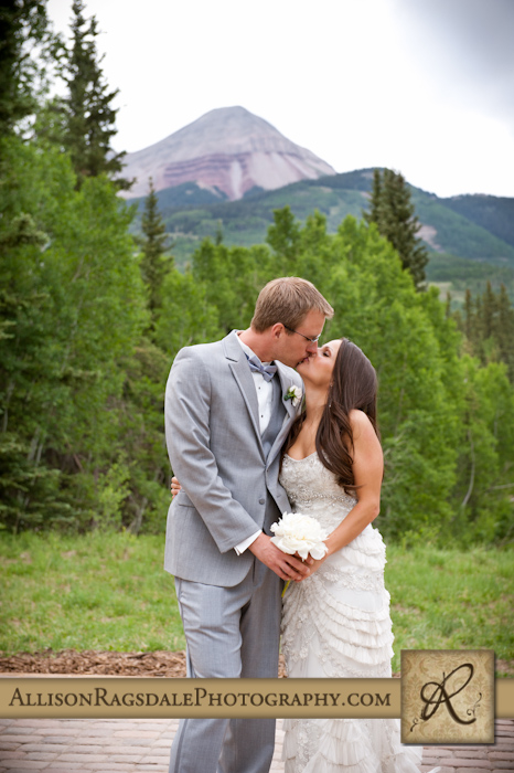 bride and groom kiss engineer mountain
