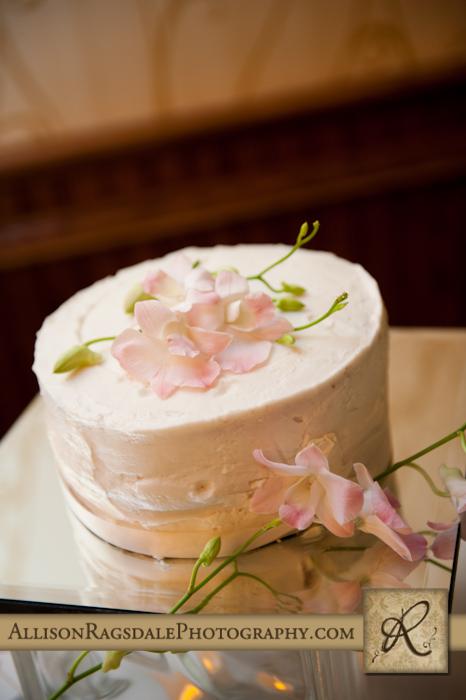 wedding cake at double tree reception durango co
