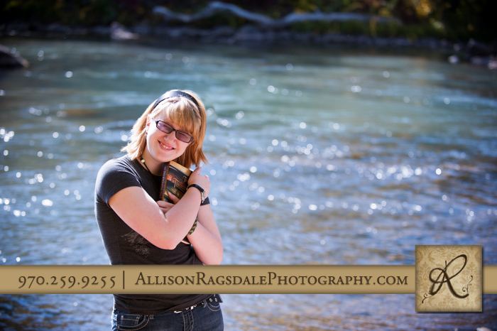 book lover senior girl animas river photo