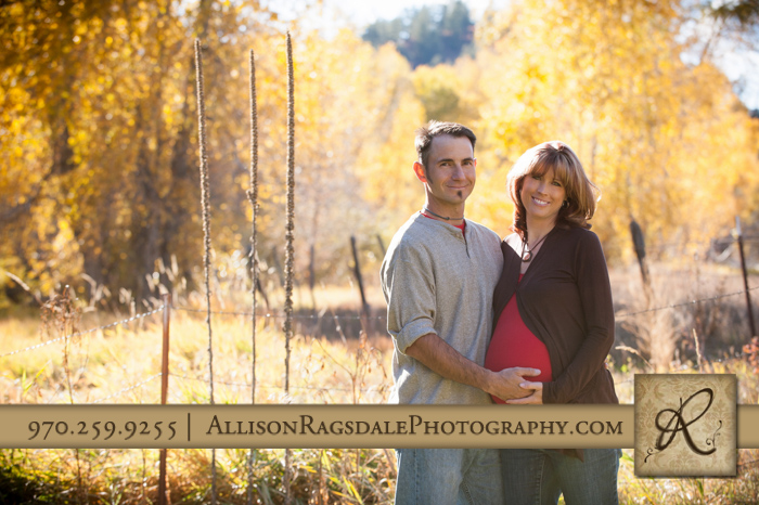 fall colors maternity picture afternoon in durango co