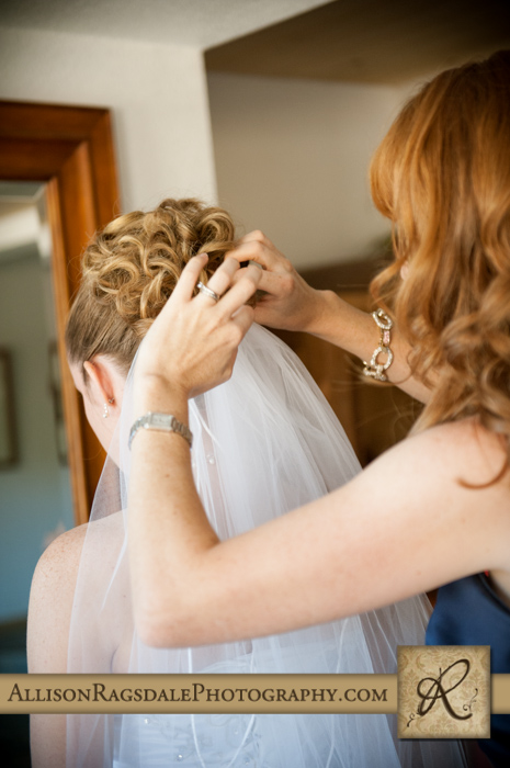 sister putting veil in brides hair for wedding ceremony in spa at silverpick lodge colorado