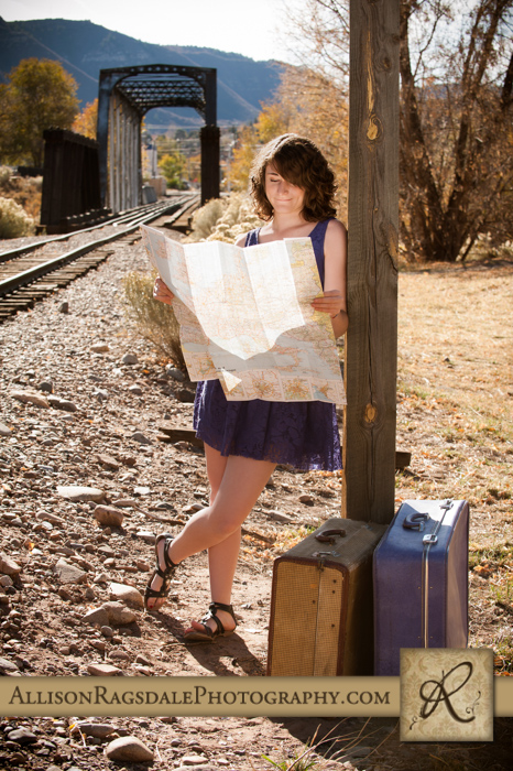 travel themed senior picture durango colorado