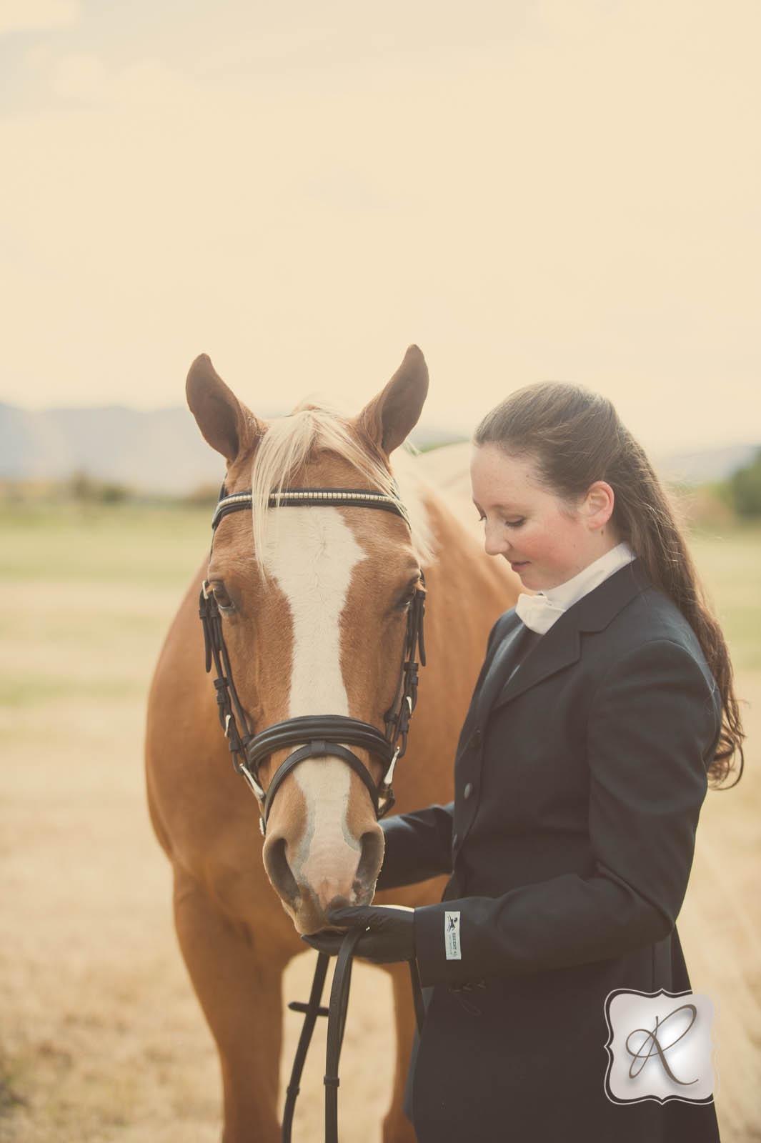 emmas senior pictures with her horse durango wedding