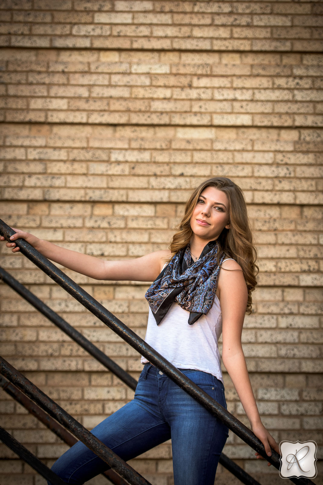 brick wall senior pictures by Allison Ragsdale Photography