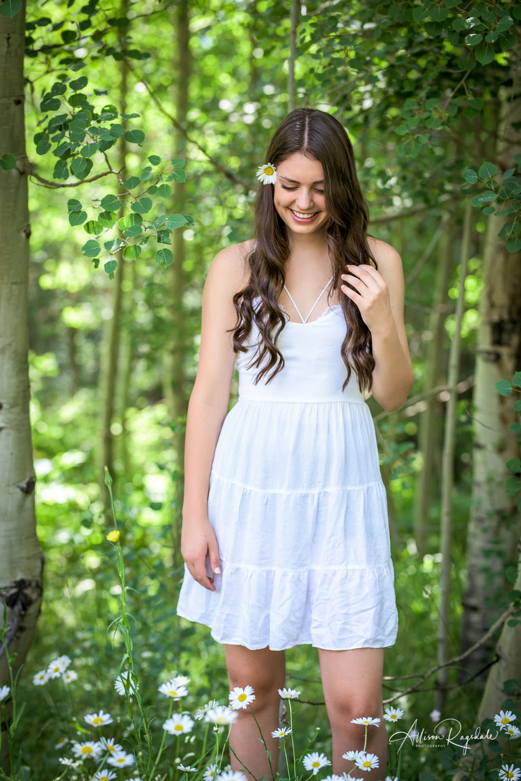 professional outdoor senior pictures in Colorado by Allison Ragsdale Photography