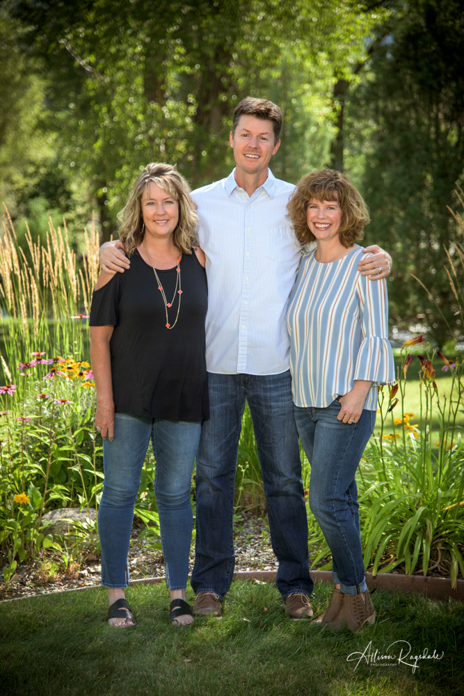Outdoor family pictures by Allison Ragsdale Photography