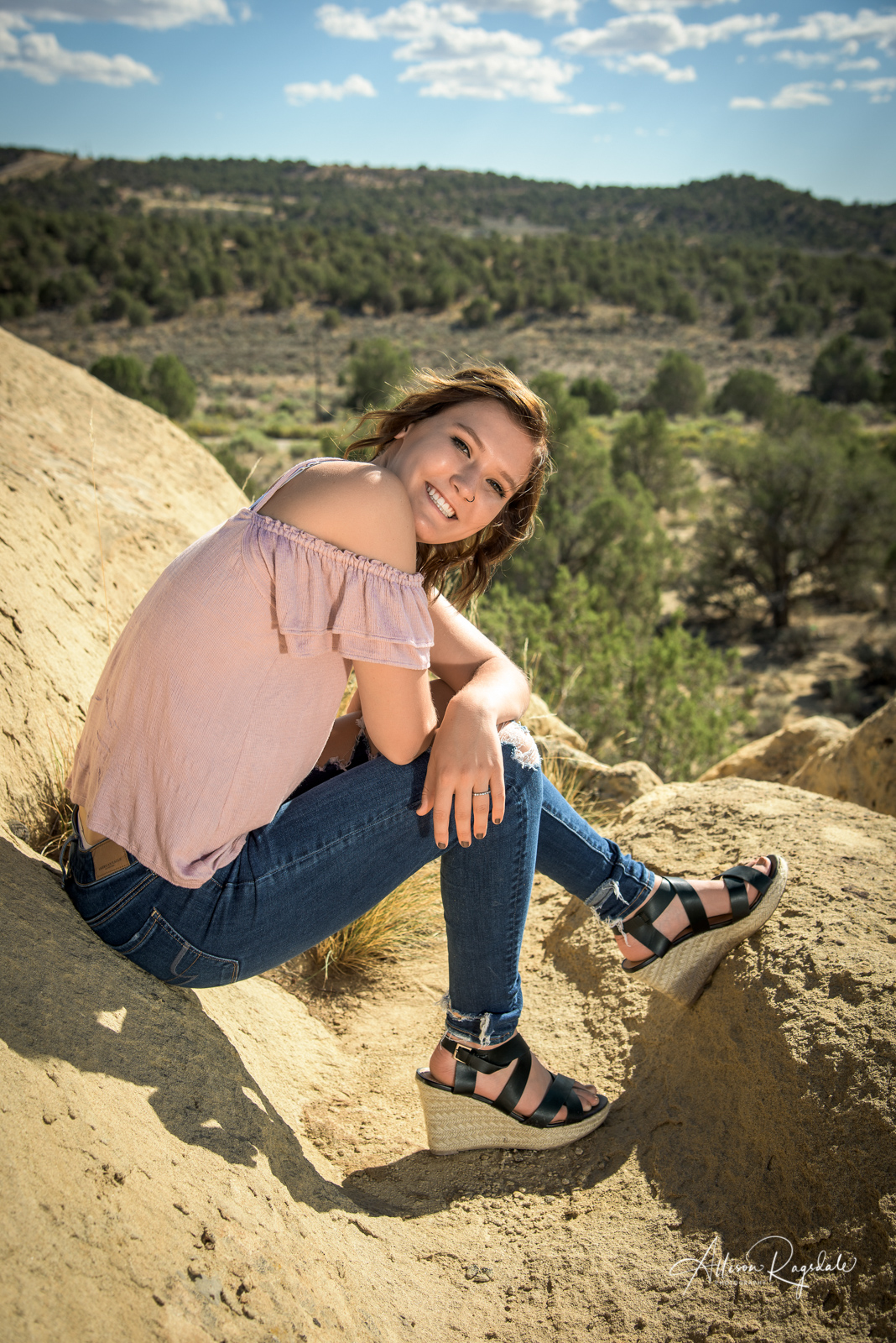 professional outdoor senior pictures in Durango Colorado by Allison Ragsdale Photography