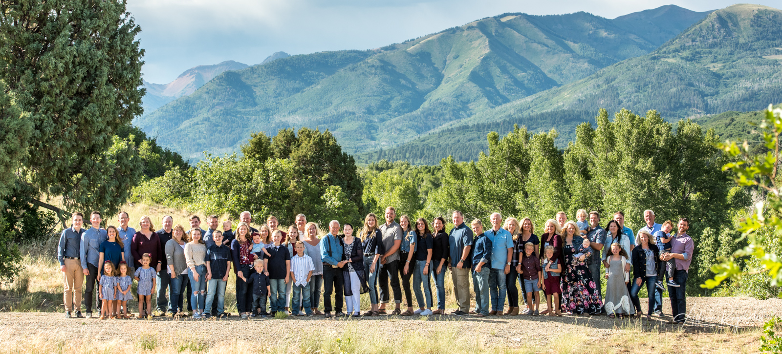 professional outdoor portraits for large families in Durango Colorado by Allison Ragsdale Photography
