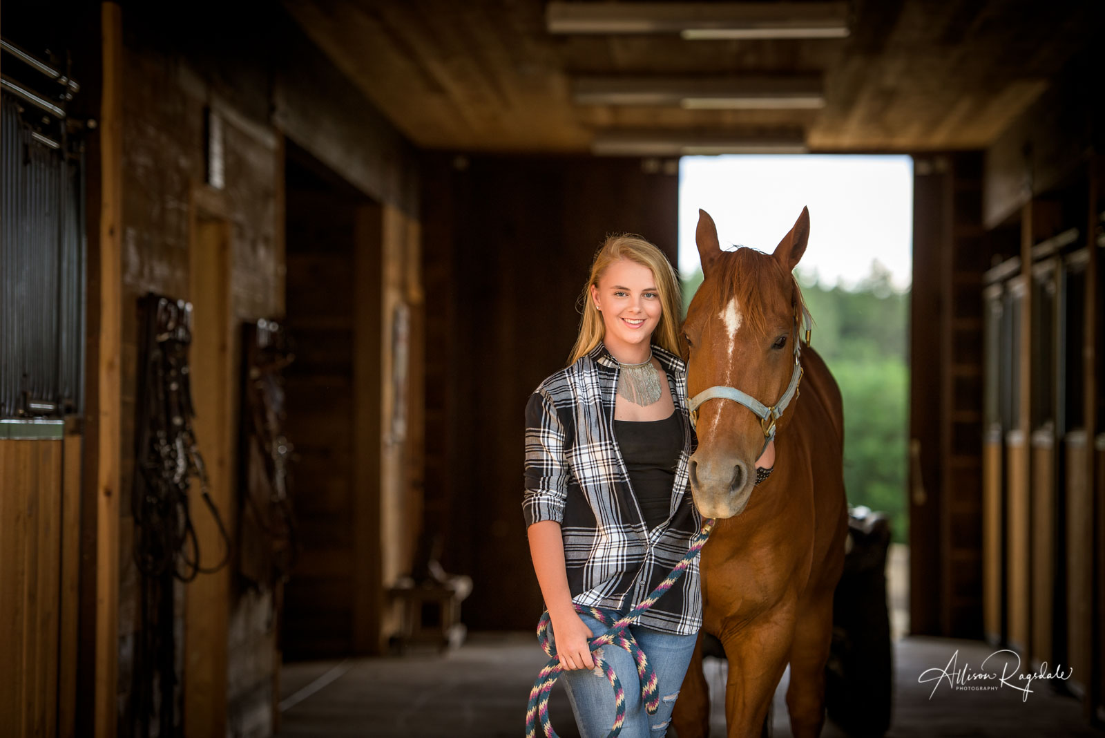 outdoor senior portraits in Durango Colorado by Allison Ragsdale Photography  with a horse