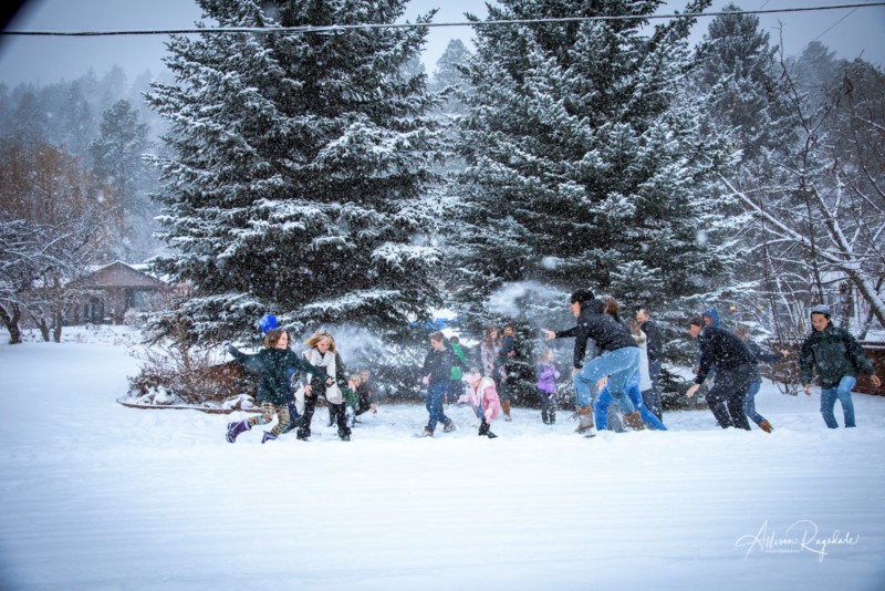 fun snowball fight family pictures