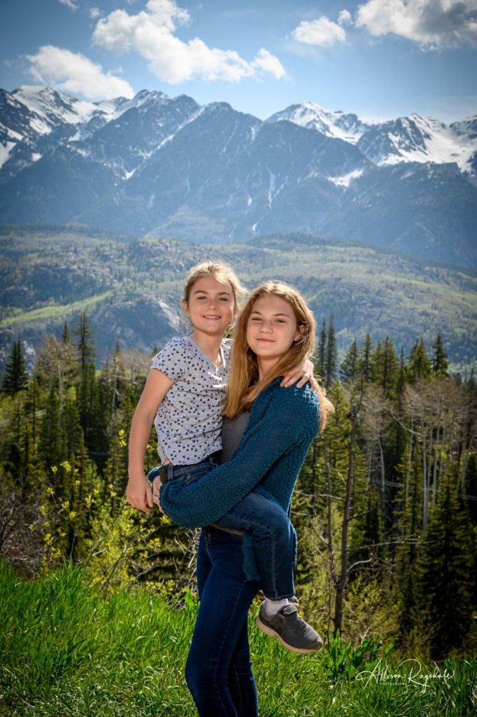 Sisters in the mountains, family photography in Durango