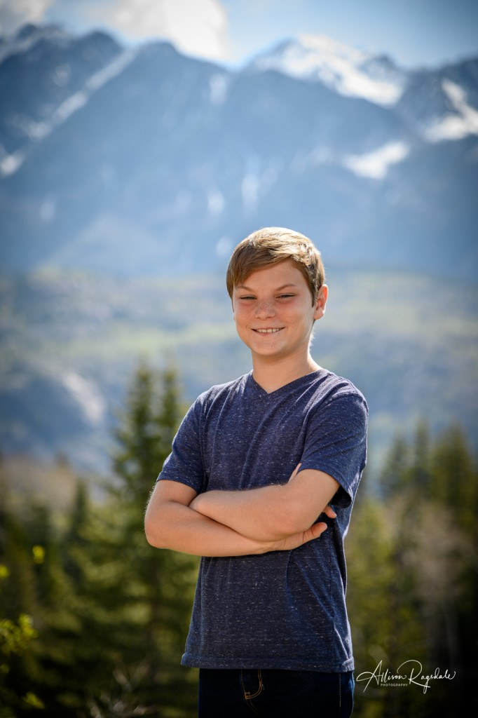 Kid in the mountains, family photography in Durango