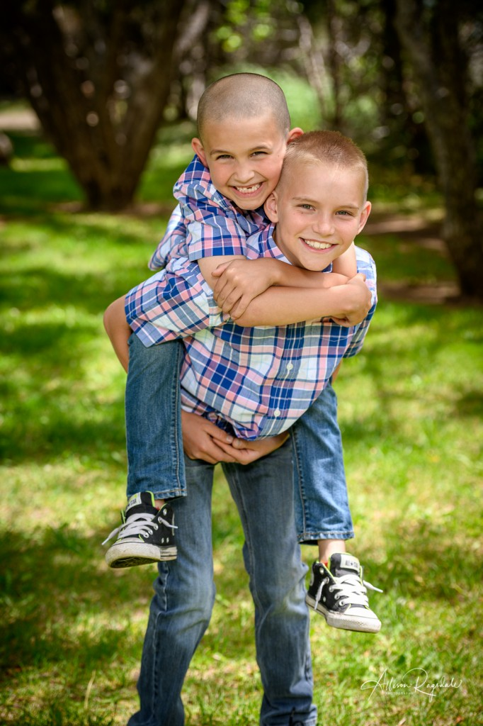 Adorable outdoor sibling photos, The Mestas Family