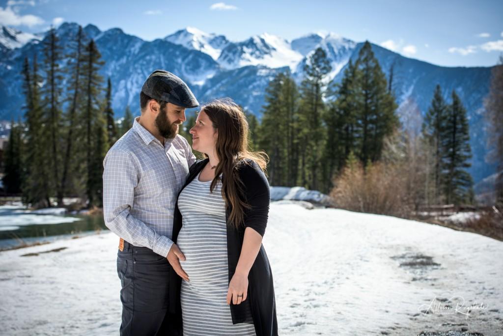 Snowy maternity photos, The Ryan Family