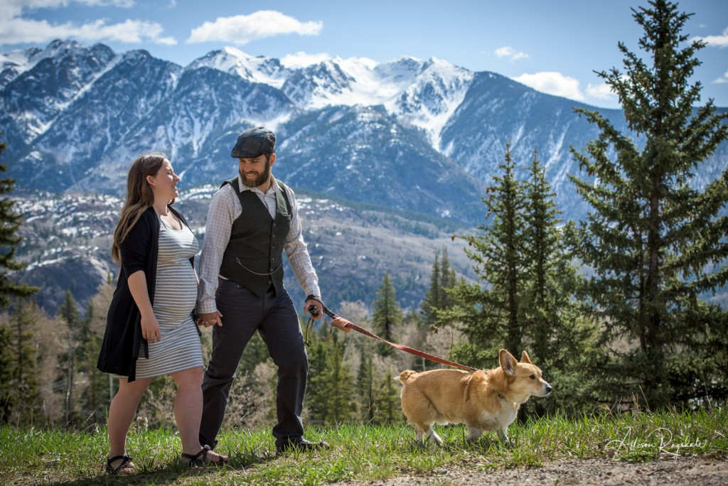 Maternity pictures with corgi in mountains, the Ryan Family