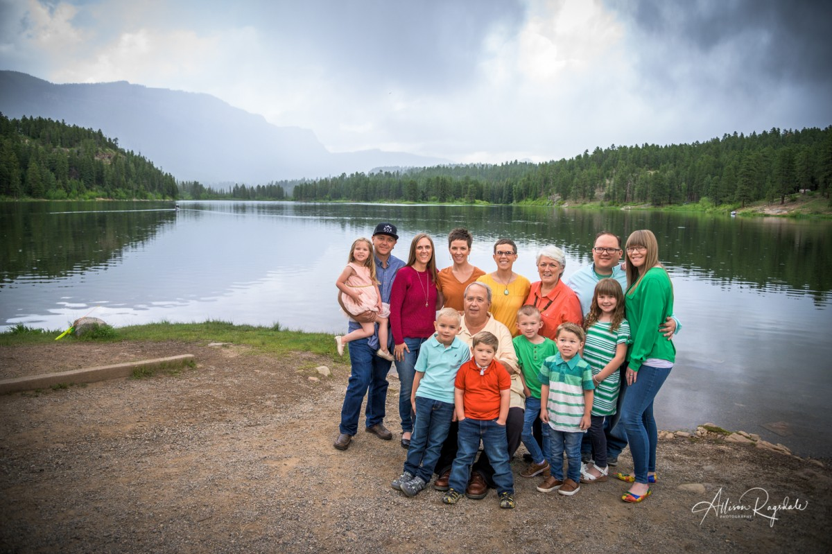 Outdoor landscape family photos, the Nygren Family