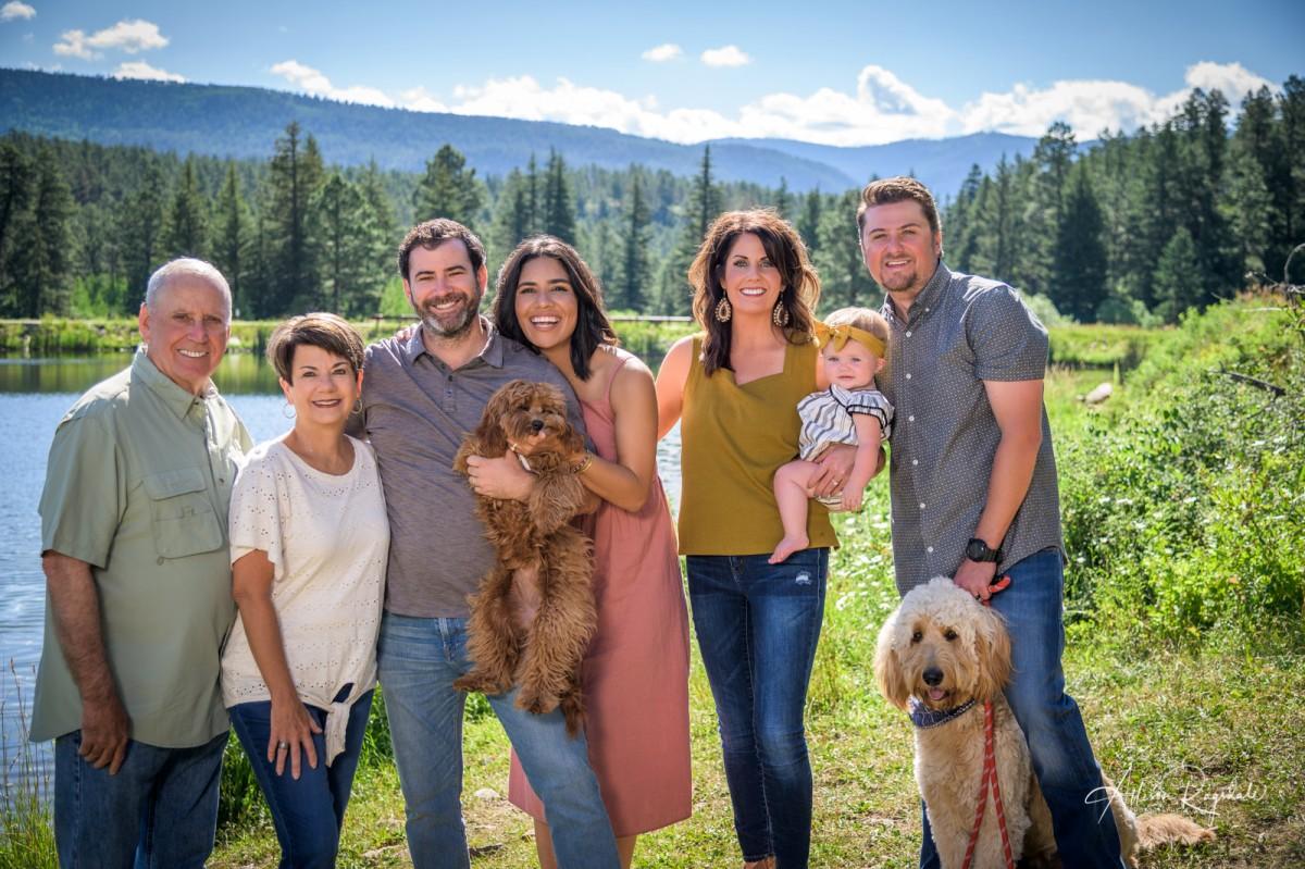 Outdoor family photos. the Taylor family