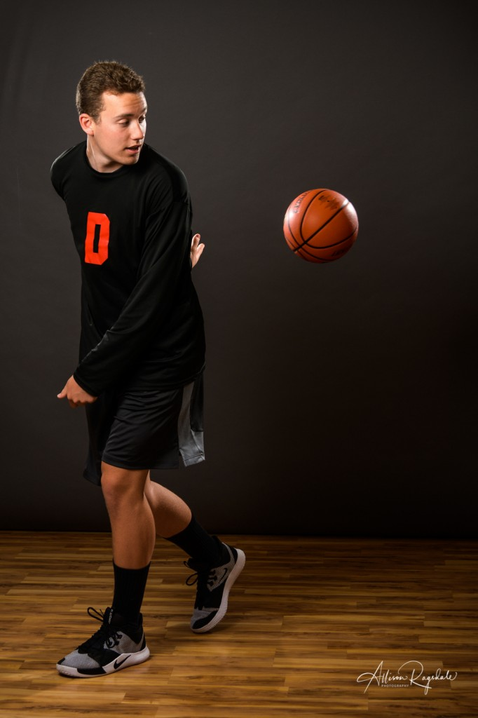 Amazing Senior pictures of basketball kid in highschool