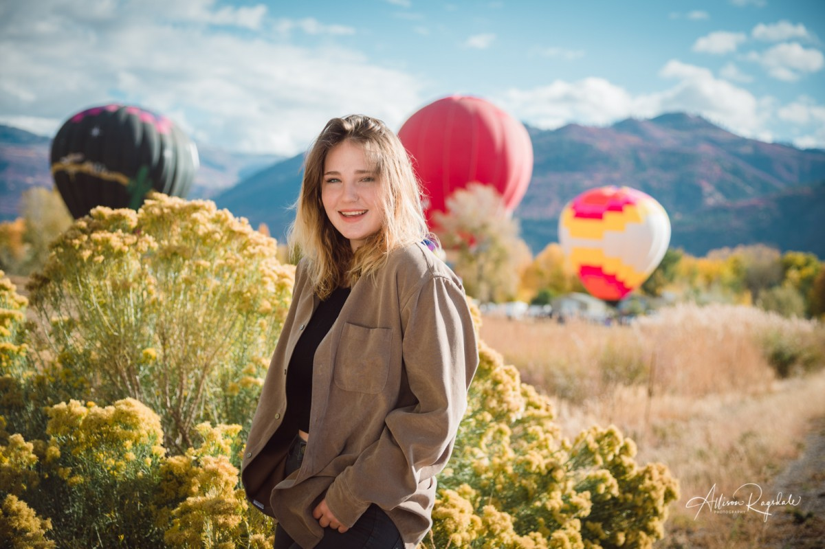 Senior pictures with hot air balloons