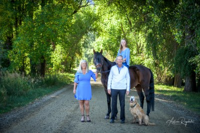 Family pictures with horse