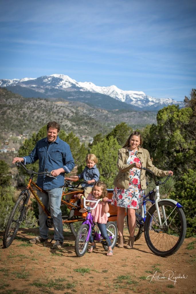 Gorgeous family photos with the mountains