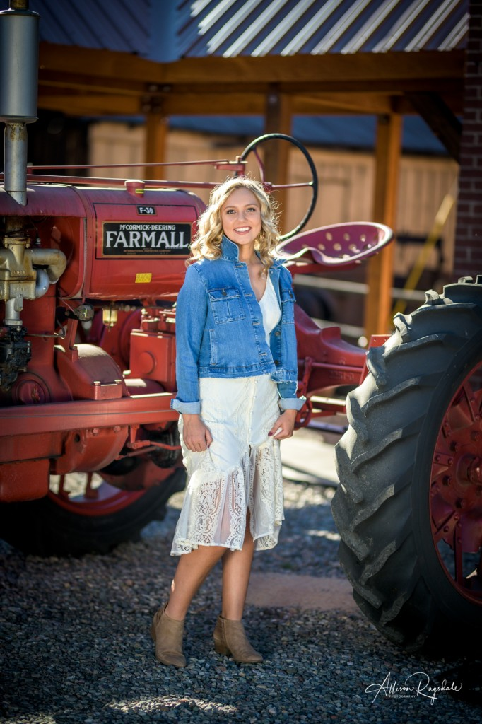 Pretty country senior pictures