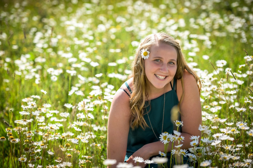 Senior pictures in field of daisies