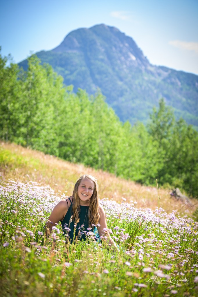 Amazing senior pictures of girl in field of flowers