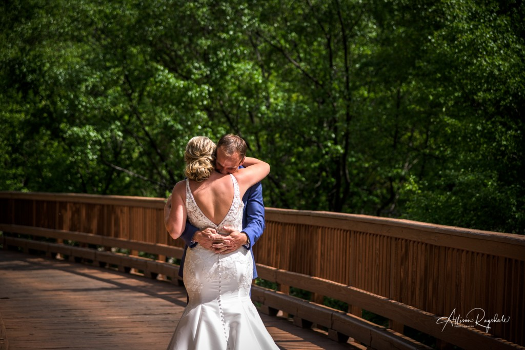 Pretty bridge wedding photos