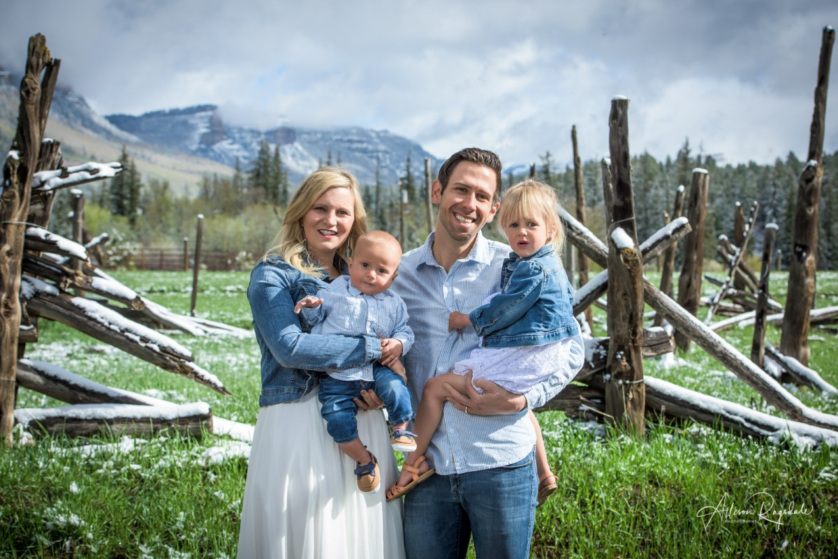Snowy family pictures in Colorado