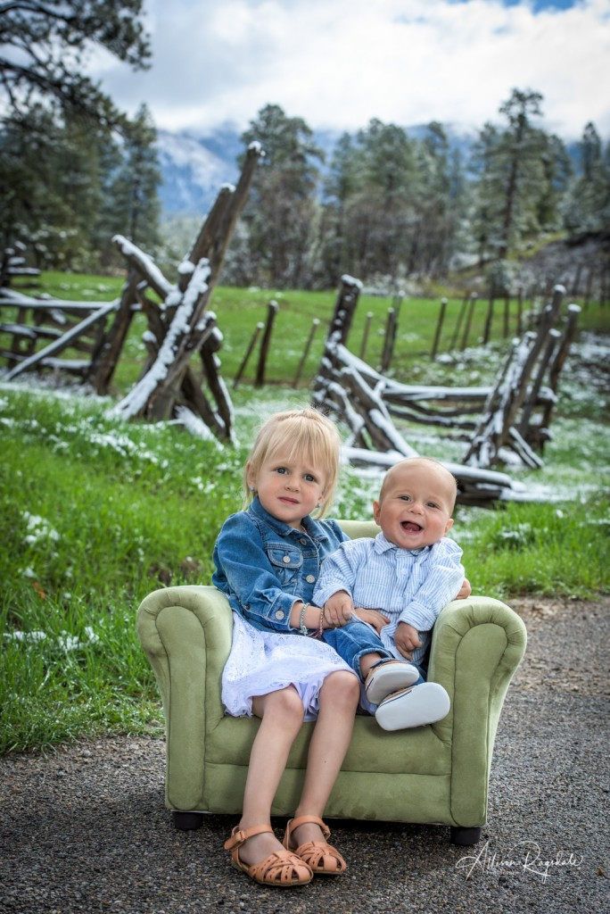 Cute sibling baby photos by professional photographer