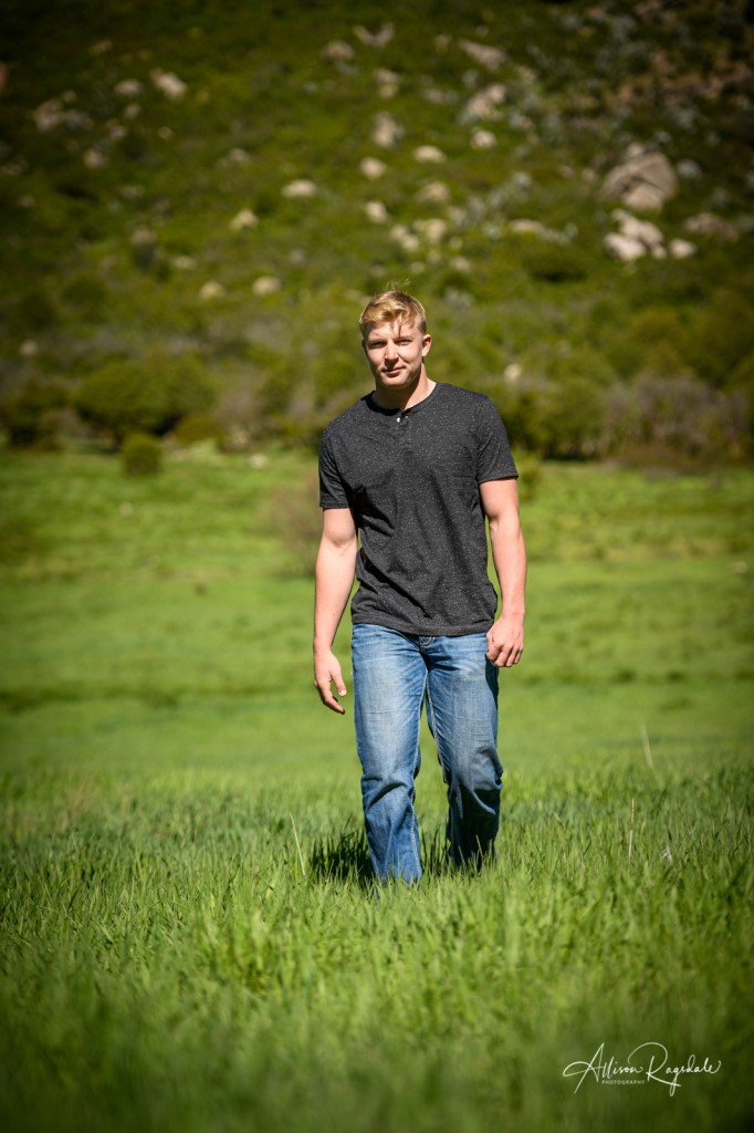 Green field senior pictures in mountains