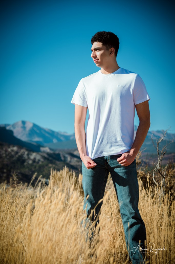 Senior pictures in field