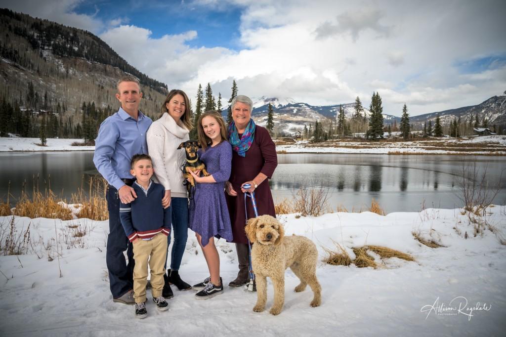 Cute winter family photos in Colorado