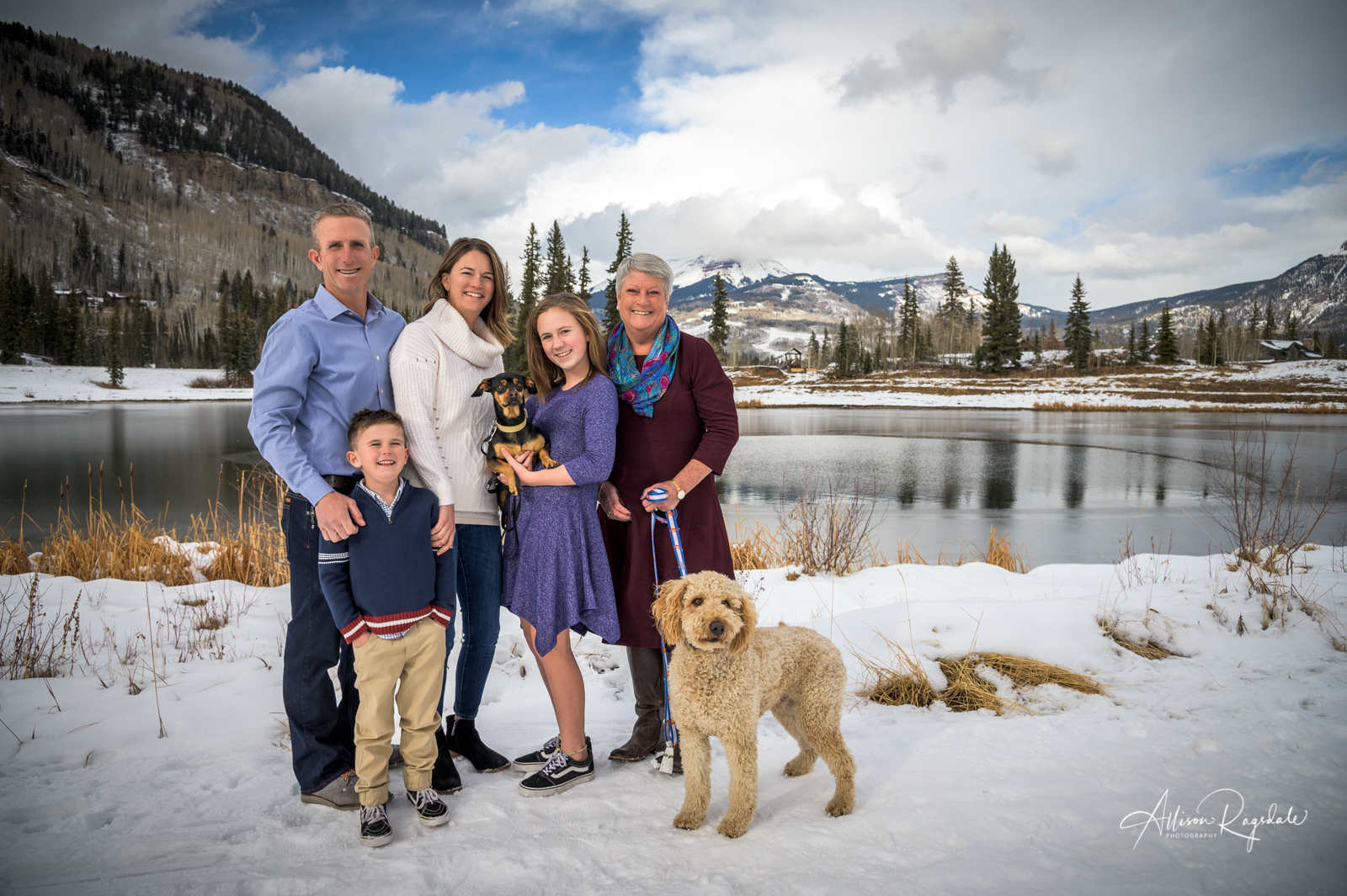 Cute winter family photos in Colorado