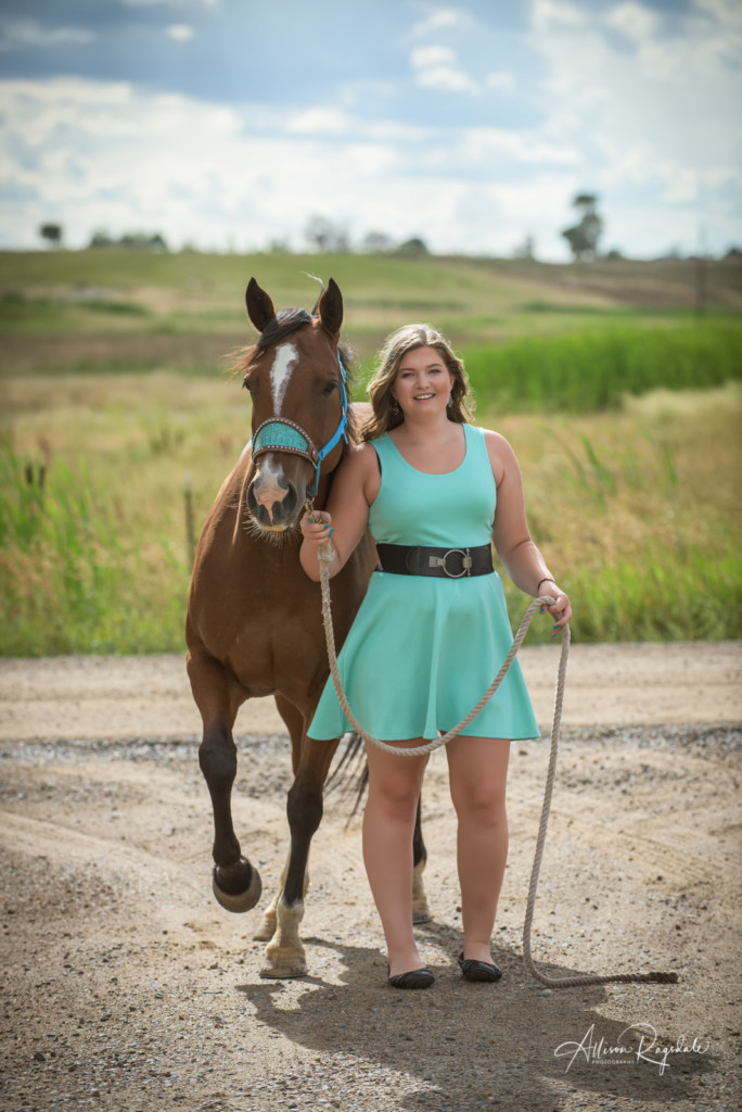 Adorable senior pictures with brown horse