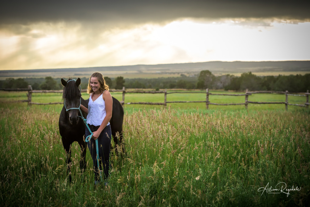 Cool senior photos with horses