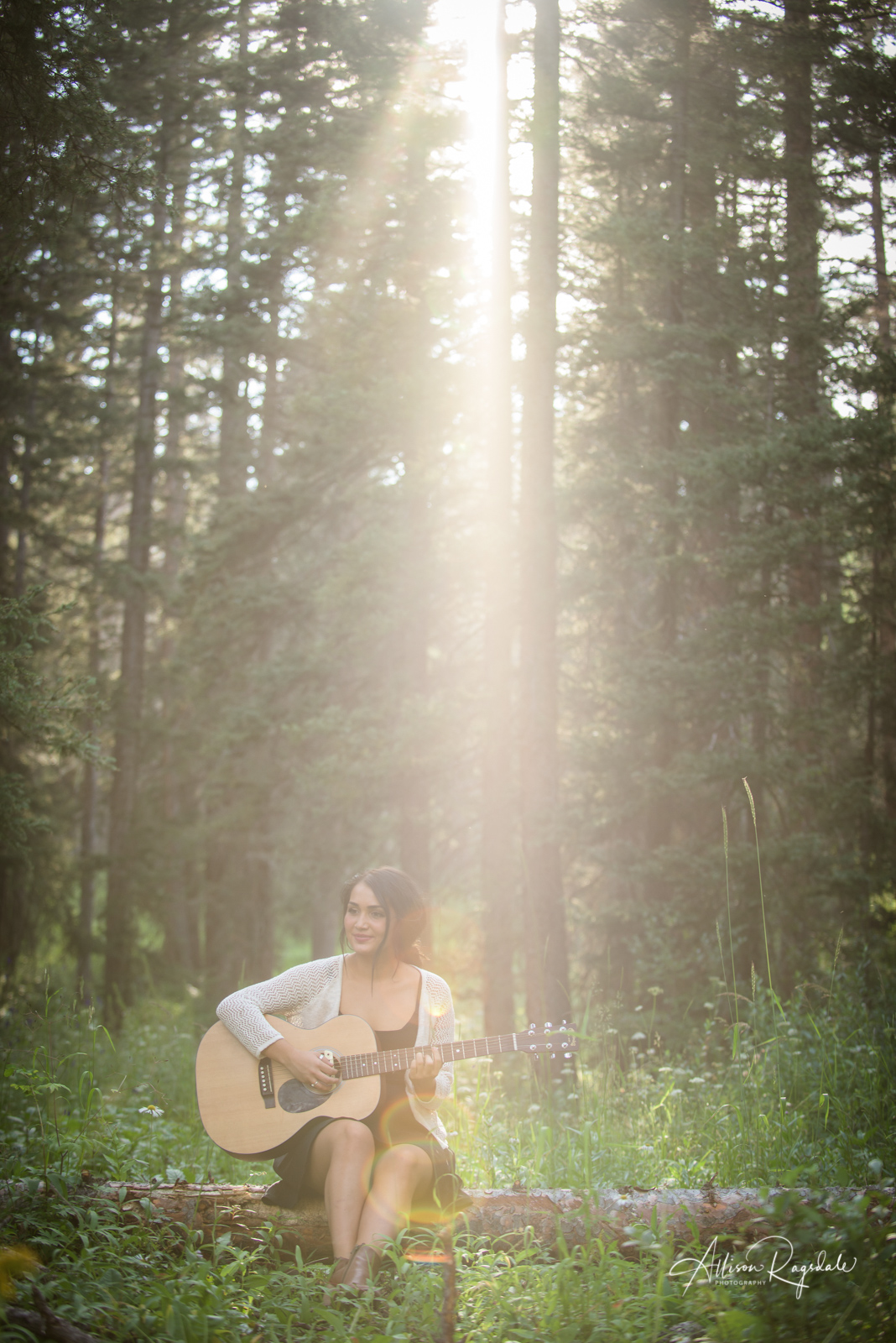 Gorgeous senior pictures with guitar