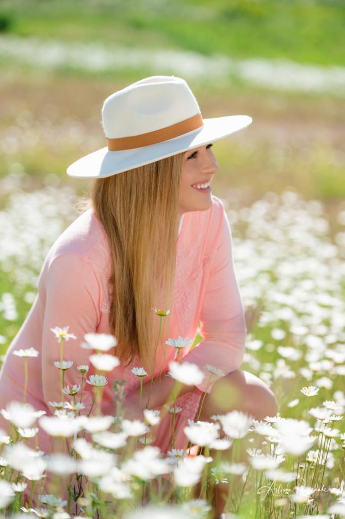 Senior pictures in daisies