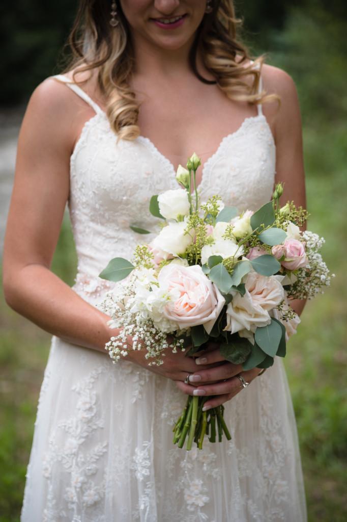 bridal bouquet natural simple elegant portrait