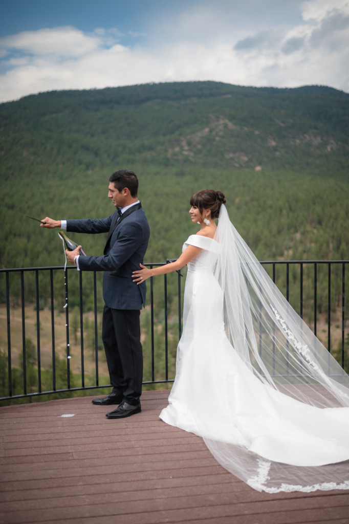 champagne toast bride and groom keyah grande colorado picture