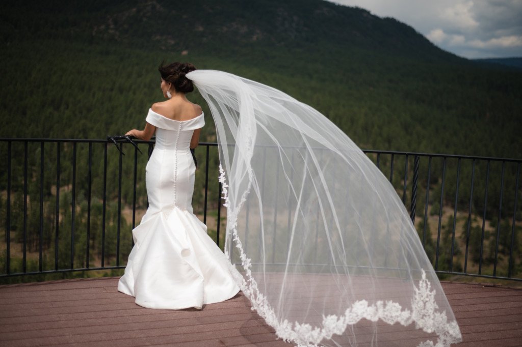 bridal portrait veil blowing in the wind on sky deck at keyah grande