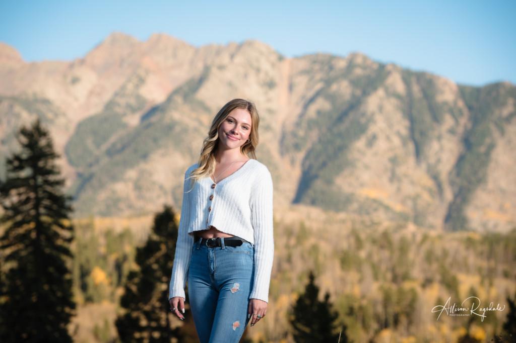 senior girl colorado mountain backdrop picture