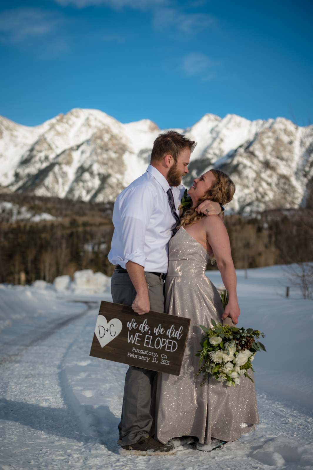 elopement bride and groom colorado mountains picture
