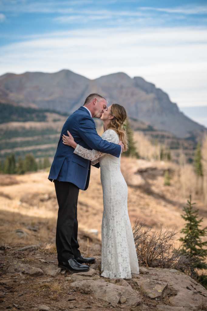 elopement ceremony first kiss mountains colorado picture